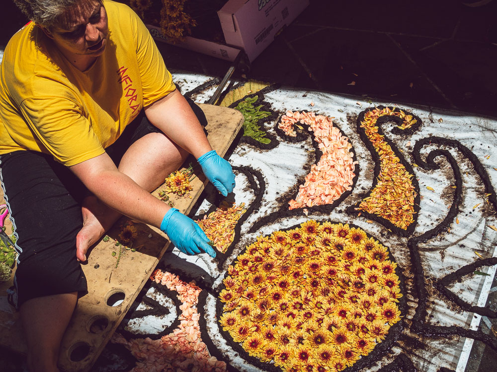drawing a sun with petals at the infiorata in bolsena