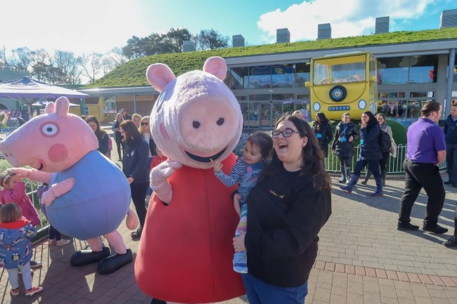 A family trip to Peppa Pig World - Daisy and Mummy with Peppa Pig