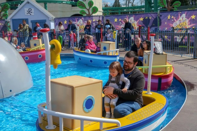 A family trip to Peppa Pig World - boat ride