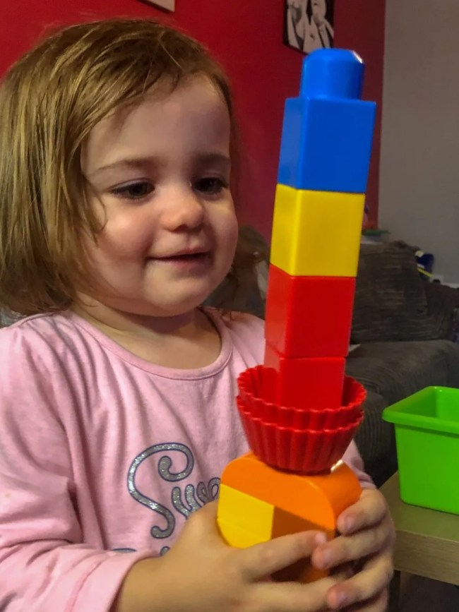 Living Arrows 42/53 - Daisy makes a tower