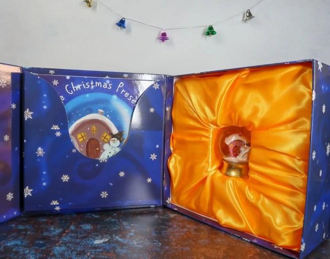 The Christmas Present - Alexander McCabe - Snow Globe Gift Set