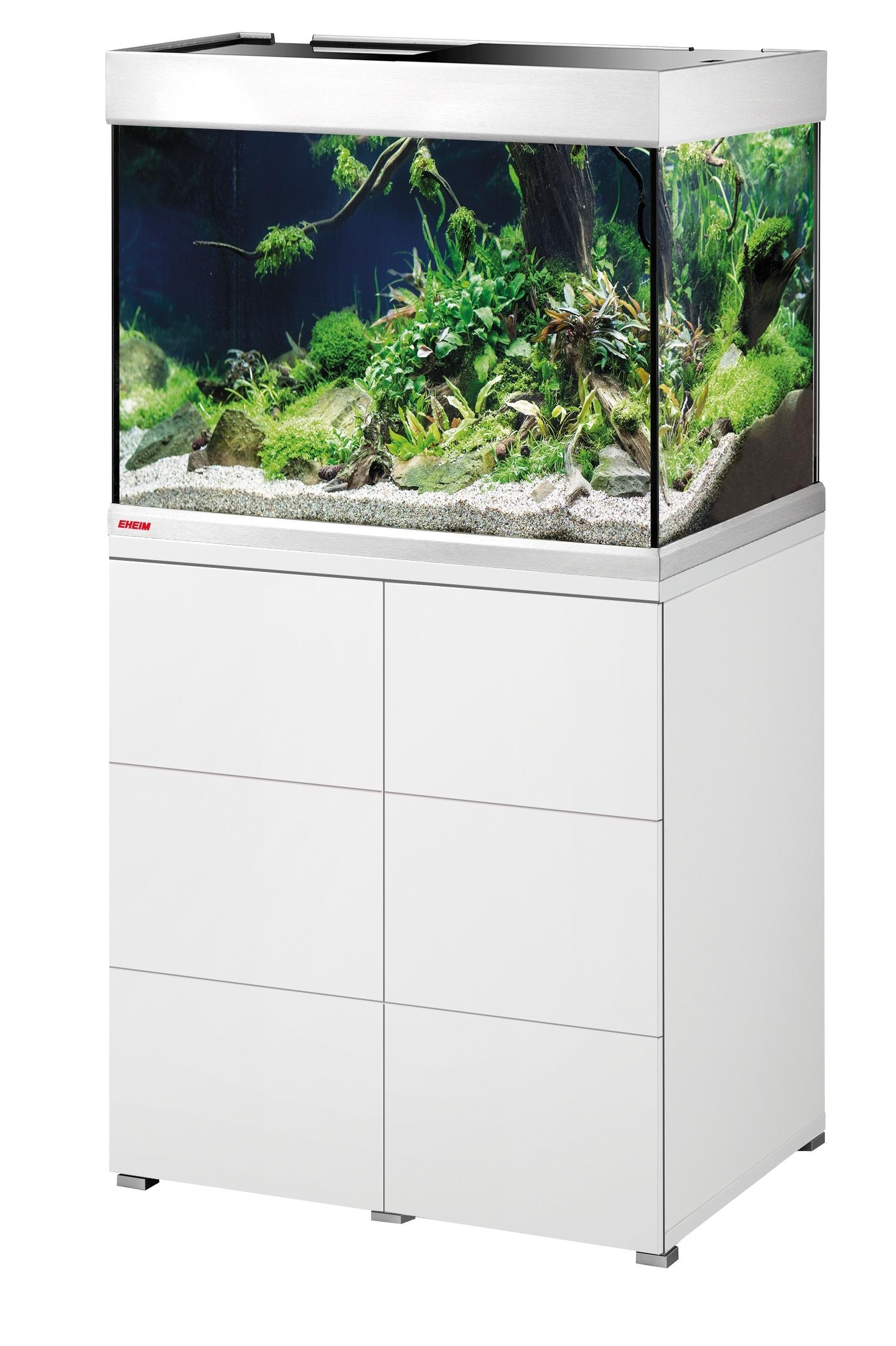 Ein Vorteil solcher Aquarien-Kombinationen ist, dass der stabile Unterschrank viel Platz für Filter und Zubehör bietet.