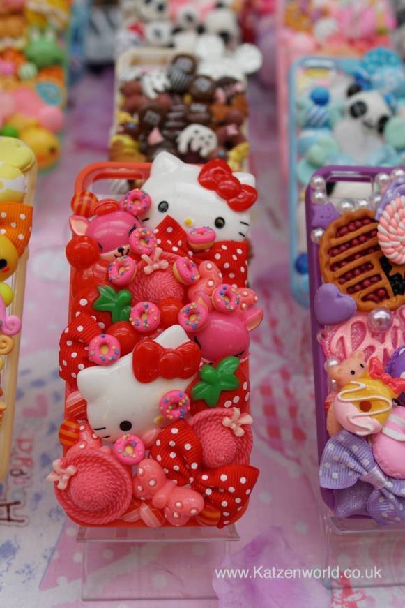 Can you imagine how envious your friends would be as you pull your phone out with this Hello Kitty cover?