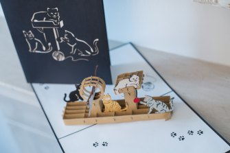 Cats-Playing-Pop-Up-Card-view-from-top