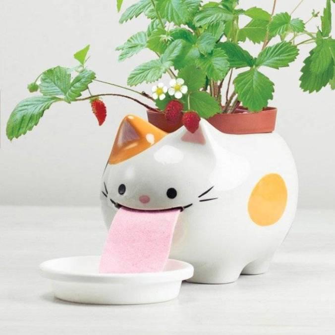 noted-papa-peropon-drinking-animal-planter-cat-1.1540912079