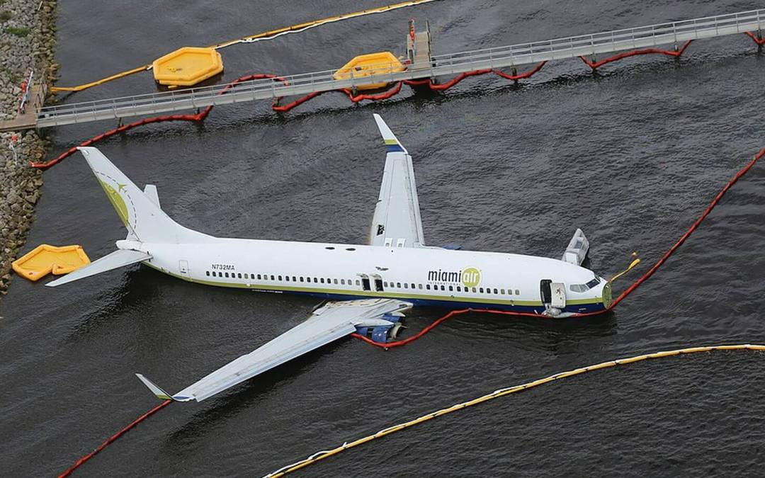 Miami Air 737 Skids Into St. Johns River