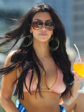 kim-kardashian-sexy-pictures-1