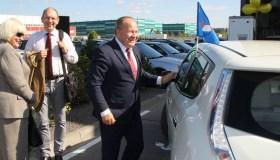 Atidaryta elektromobilių įkrovimo stotelė