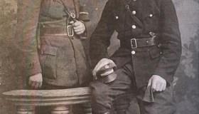 S. Baltrušis (stovi už tvorelės) Šiauliuose