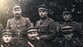 Savanoris S. Baltrušis (viduryje)