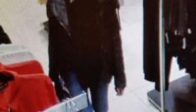 Policija ieško megztinių vagyste įtariamų moterų