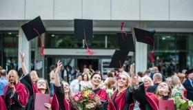 VDU absolventai
