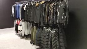 Kaune aptiktas suklastotų drabužių sandėlis