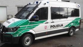 """Riaušių malšinimui Lietuvos policijos įsigyti """"Volkswagen Crafter"""" furgonai"""