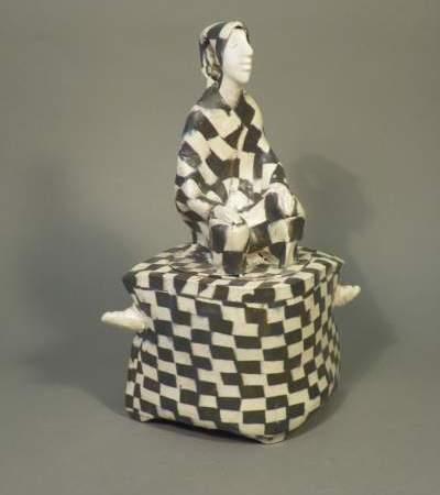 """Virginijos Užusenytės keramikos dėžučių paroda """"Ką sudėjau į dėžutę"""""""