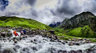 Hampta Pass Trek- River Crossing