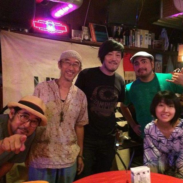 ライブAKIBI48@JIVE今日はトリオde三匹でのライブでした。久しぶりのトリオde三匹。この3人じゃないと出来ない三匹節を観てくれて、ご来場の皆さんありがとうございました。そして、出演の皆さんおつかれさまでした!昨日のジュゲムでのライブで対バンした中田真由美&夏秋文彦さんをAKIBIで広島の皆さんに知ってもらいたかったのと、お二人には広島にはこんなに面白いイベントがあって色んな音楽があるという事を味わってもらいたくてAKIBIに推薦したのでした。昨日は自分のライブも控えておったので2人のライブはあまりゆっくり楽しめんかったけど、今日は堪能できました。中田真由美&夏秋文彦さん、すんばらしいですね。いろんな人の音楽に触れて楽しめて音楽続けて来てよかったな、と思いました。わしはシアワセです。#唄うたいカワムラ