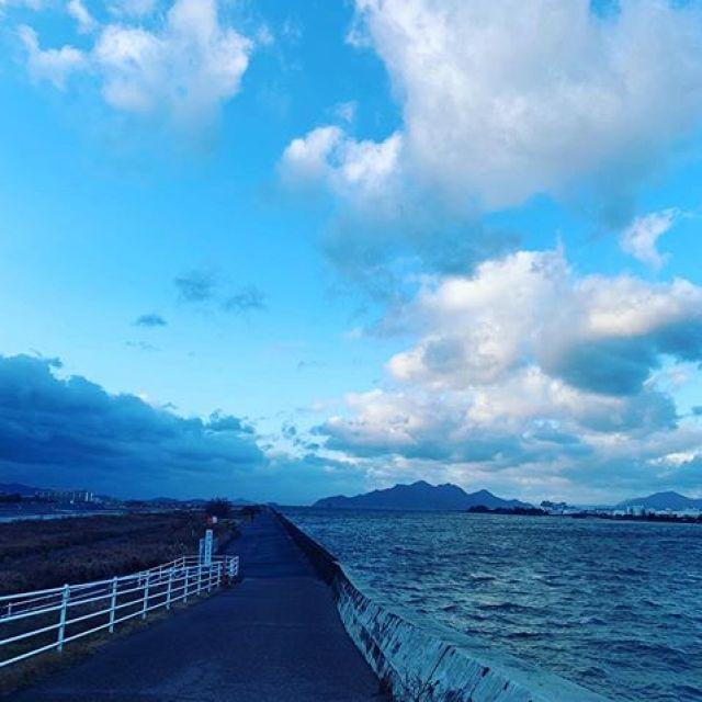 朝ラン。嵐のような朝風、往路は向かい風、復路は追い風、11km、1h7m。ごっつぁんでした。#唄うたいカワムラ