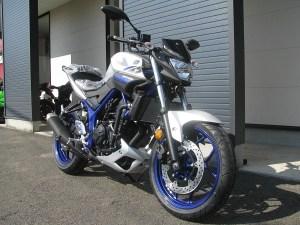 新車 ヤマハ MT-25 マットシルバー/ブルー フロントサイド