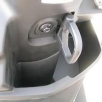 新車バイク ヤマハ シグナスX-SR ホワイト フロントフック