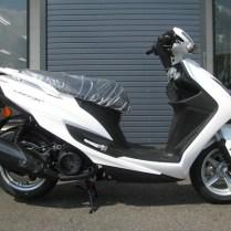 新車バイク ヤマハ シグナスX-SR ホワイト 右側