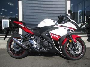 ヤマハ YZF-R25 ABS ホワイト/レッド 右側