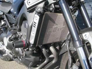 中古車 ヤマハ XSR900 ブルー 用品装着済み車 ラジエターコアガード エンジンスライダー