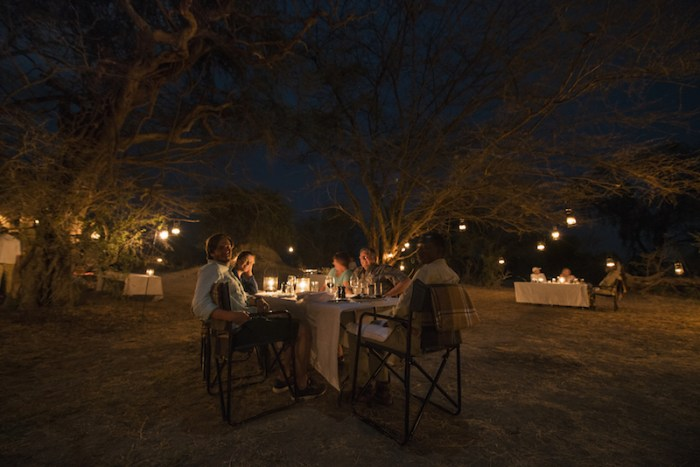 Jantar na savana do Zimbábue