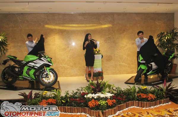Launching-Kawasaki-ZX-10R-Ninja300