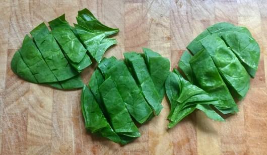 Herzhafte gefüllte glutenfreie Blätterteigtaschen Spinat