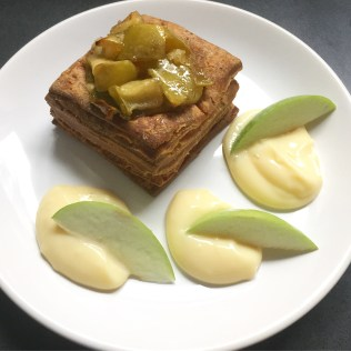 Consenza Ragout Pasteten mit Vanillepudding und karamellisierten Äpfeln