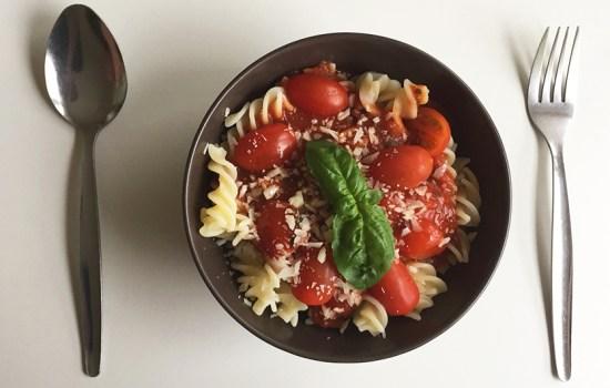 Einfache glutenfreie, vegane Tomatensoße