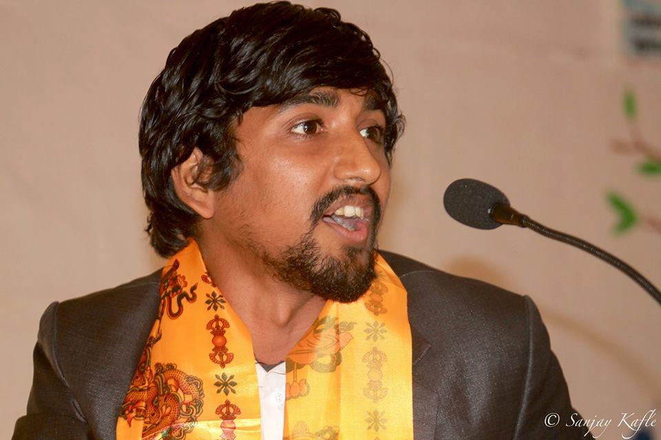 लेखेरै बाँच्ने वातावरण बन्दैछ : कवि सत्याल – Kayakairan