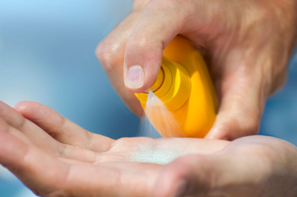 Use sunscreen to protect yourself when playing sports outdoors in summer
