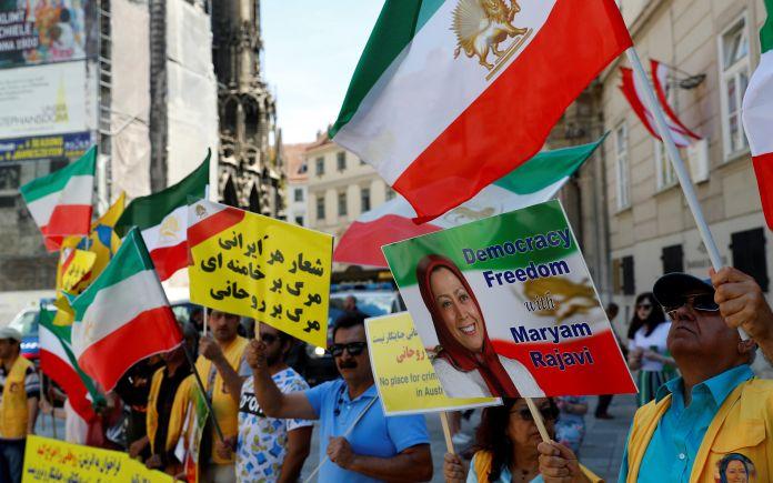 2018-07-04T122356Z_1692440662_RC11468C5A80_RTRMADP_3_AUSTRIA-IRAN-PROTEST