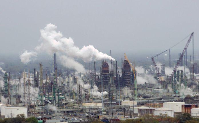 1920px-Exxon_Mobil_oil_refinery_-_Baton_Rouge_Louisiana