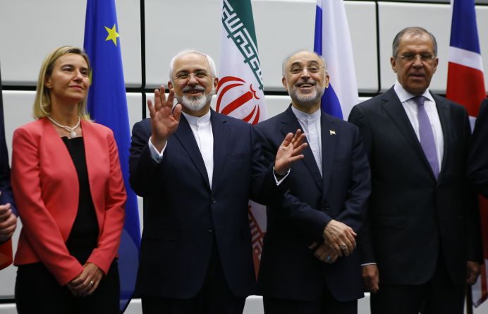 FILE PHOTO: Iranian Foreign Minister Mohammad Javad Zarif (2nd L) gestures next to High Representative of the European Union for Foreign Affairs and Security Policy Federica Mogherini (L), Iranian ambassador to IAEA Ali Akbar Salehi (2nd R) and Russian Foreign Minister Sergey Lavrov (R) as they pose for a family photo in Vienna, Austria 14 July, 2015. REUTERS/Leonhard Foeger