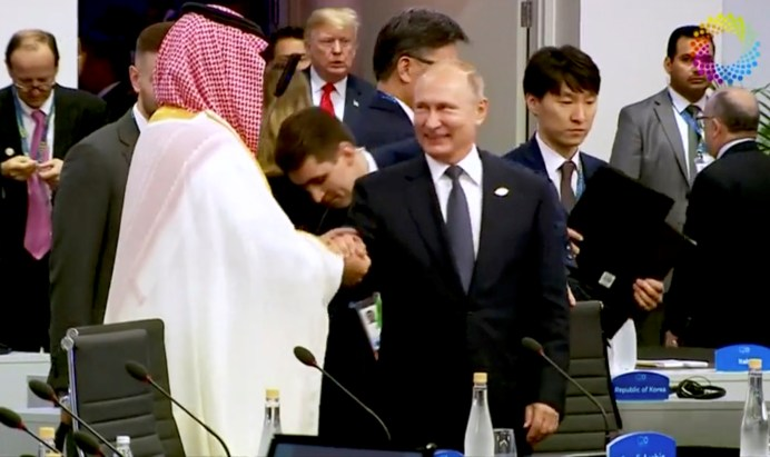 Saudi Arabia's Crown Prince Mohammed bin Salman greets Russia's President Vladimir Putin during the opening of the G20 leaders summit in Buenos Aires, Argentina November 30, 2018. REUTERS./