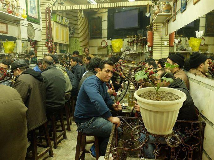 Heavy smokers, Iran. Author: Franco Pecchio. (CC BY 2.0)