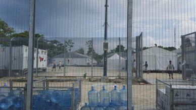 Detainees walk around the compound. Behrouz Boochani/REUTERS.