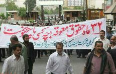 Source: Kayhan London. Industrial and manufacturing plants have not paid their workers for months. ( Workers protest against not paid salaries since more than one year). FILE PHOTO