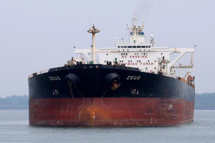 FILE PHOTO: Panamanian-flagged crude oil tanker Zeus anchors at Raffles Anchorage, about 14 km (8.7 miles) south of Singapore. REUTERS/Tim Chong