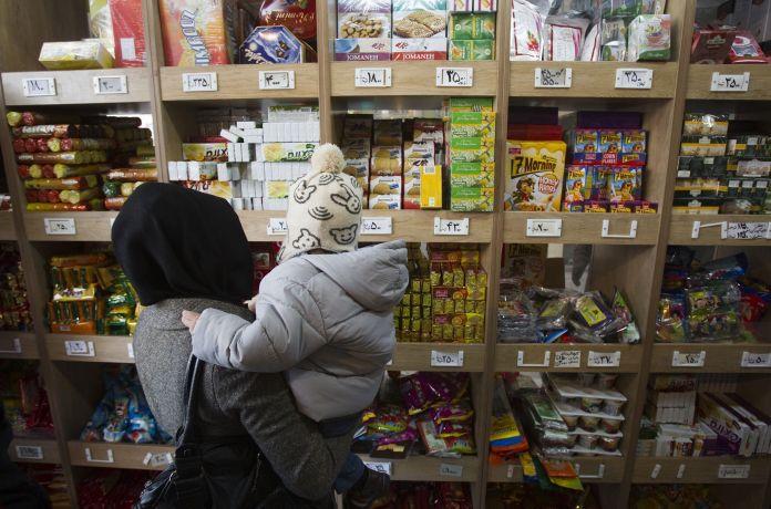 2011-12-14T120000Z_698331750_GM1E7CE1EHG01_RTRMADP_3_IRAN-SANCTIONS-ECONOMY
