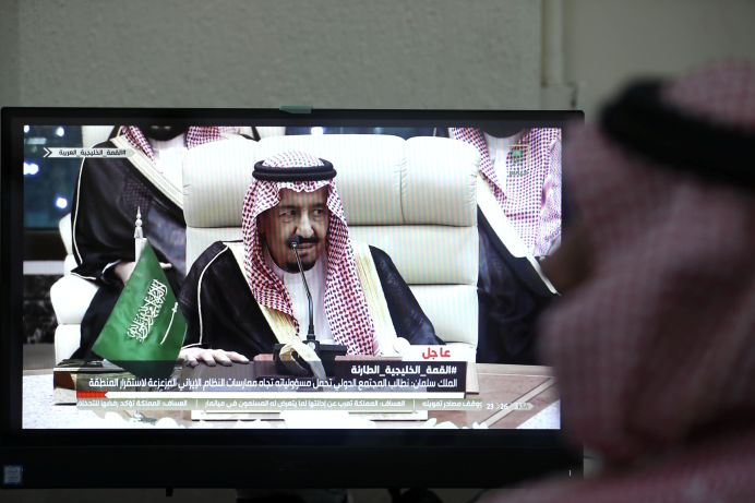 A journalist watches the speech of Saudi Arabia's King Salman bin Abdulaziz on tv at the media center during the 14th Islamic Summit in Mecca, Saudi Arabia, May 30, 2019. REUTERS/Hamad l Mohammed
