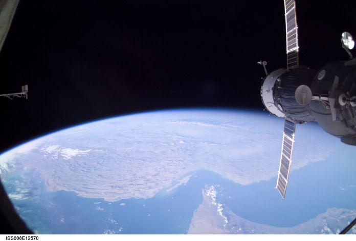 ISS008-E-12570-hormuz