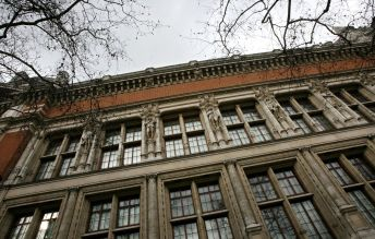 A view of one of the facades of the Victoria and Albert Museum in London February 19, 2007. REUTERS/Alessia Pierdomenico (BRITAIN)
