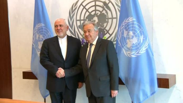 FILE PHOTO: Iranian FM Zarif meets with UN chief Guterres. REUTERS./