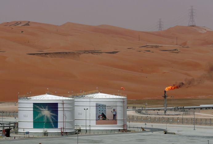 FILE PHOTO: A production facility is seen at Saudi Aramco's Shaybah oilfield. REUTERS/Ahmed Jadallah/