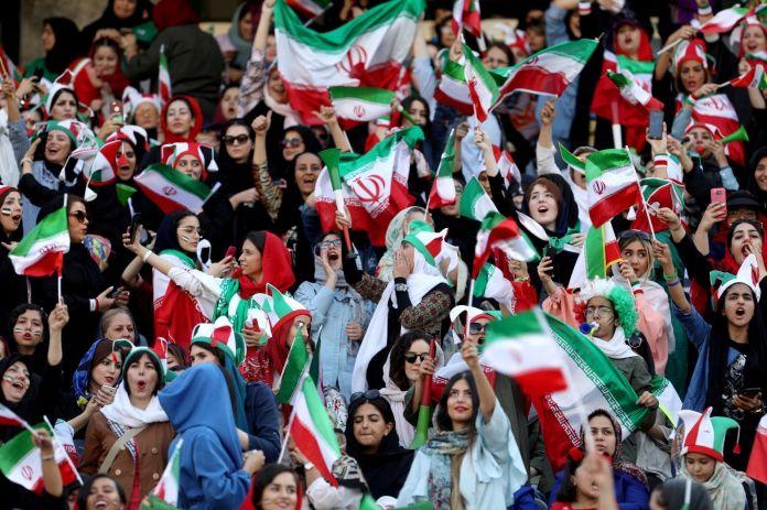2019-10-10T153534Z_1489922237_RC115E470720_RTRMADP_3_IRAN-SOCCER-WOMEN