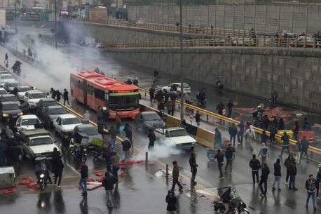 People protest against increased gas price, on a highway in Tehran, Iran November 16, 2019. REUTERS./